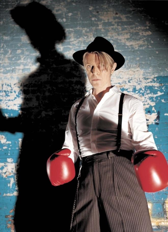 David Bowie Aproximaciones a la confrontación: En el pabellón de las dieciséis cuerdas de Josúe Sánchez #culturaquemadura Eliud Delgado reseña